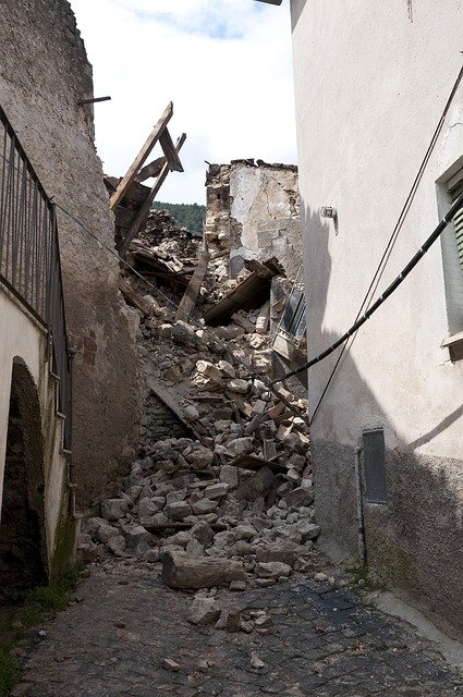 earthquake-1665871_640